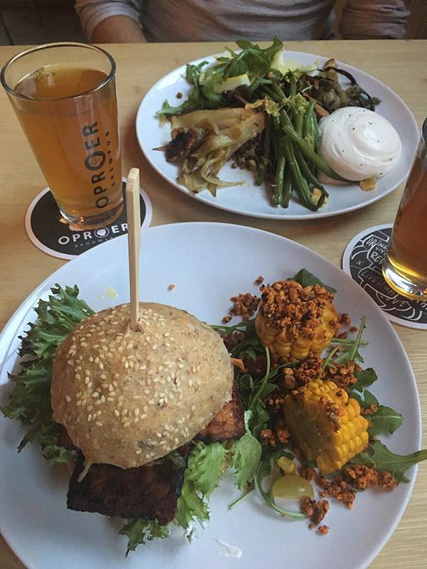 Vegan restaurant - recensie Oproer utrecht